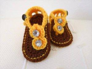chic kids crochet booties